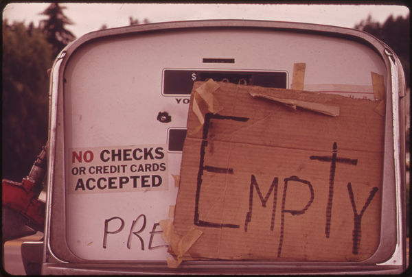 empty sign on gas tank